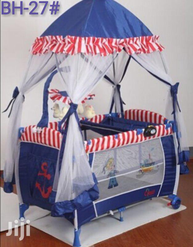 Portable Baby Bed With Table ተጣጣፊ የህፃናት አልጋ