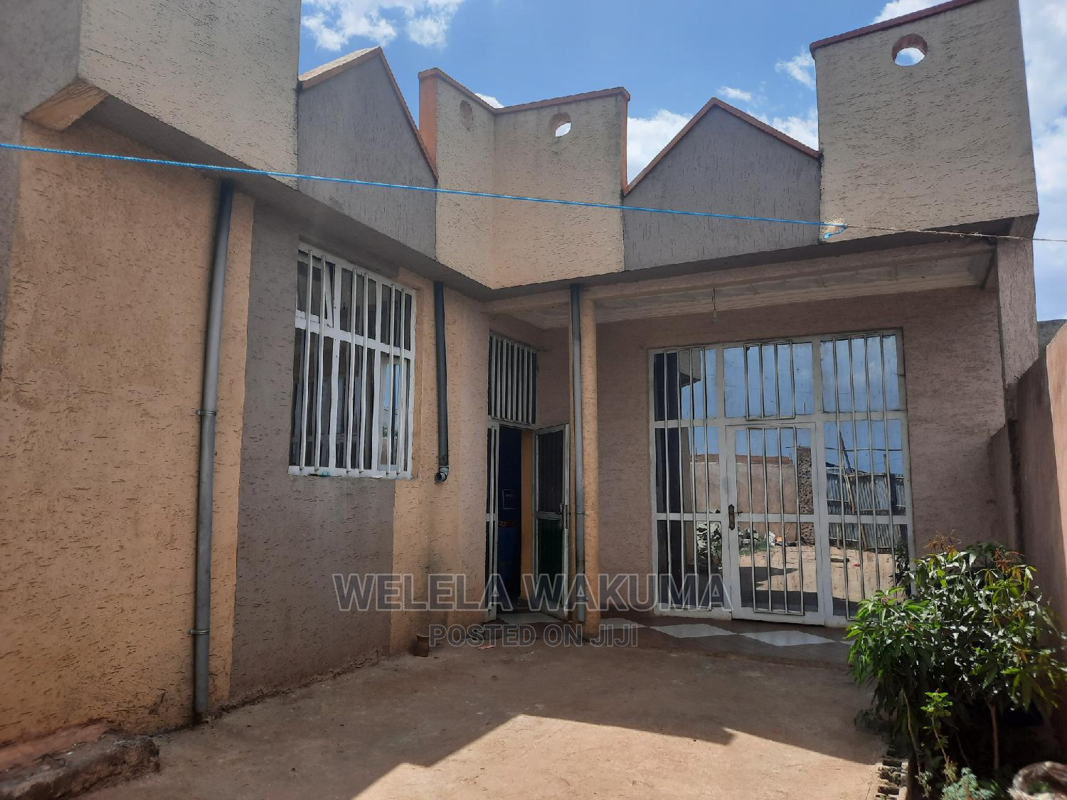 3bdrm House in West Shewa for sale