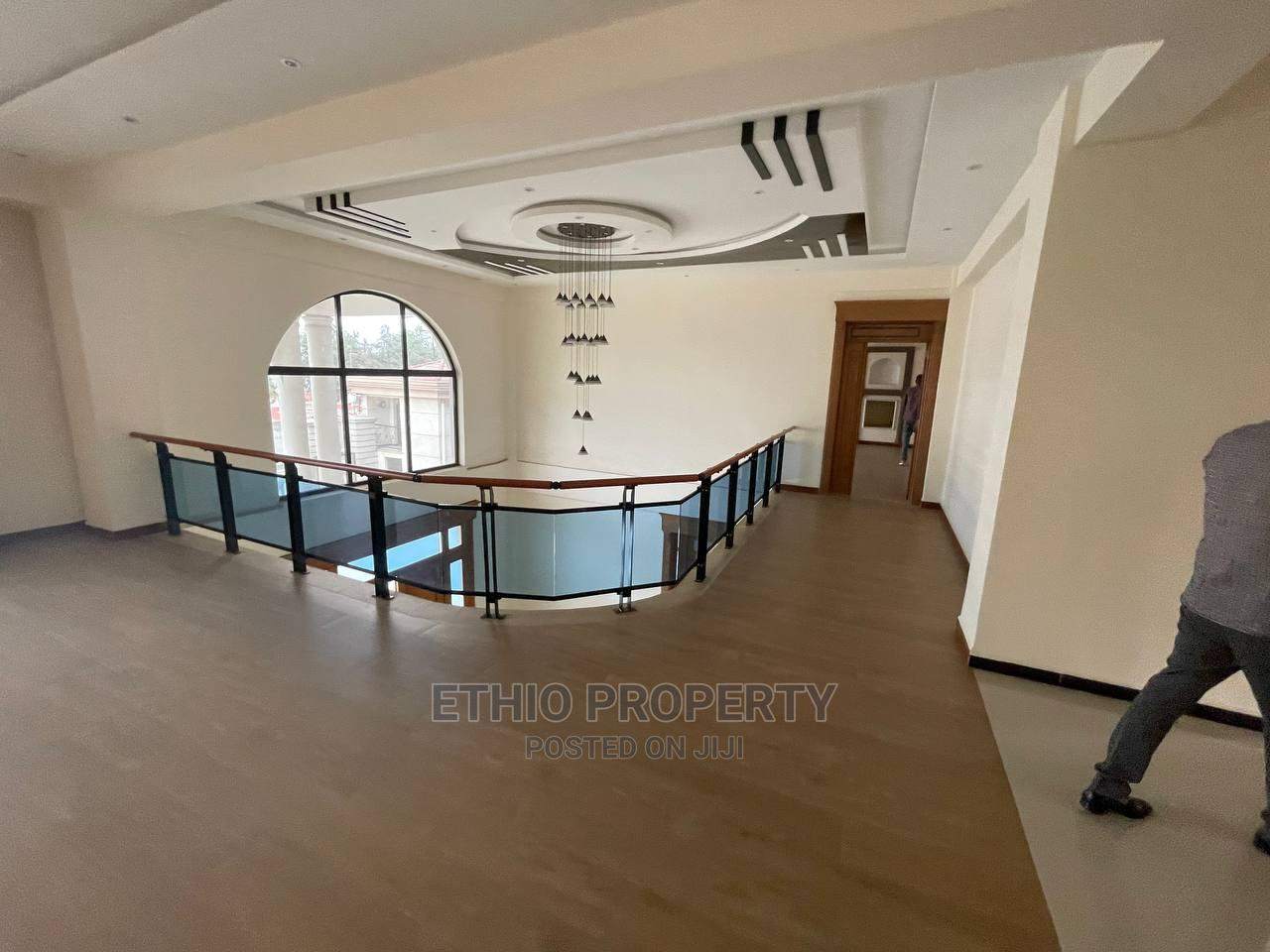 8bdrm House in ቦሌ, Bole for Sale