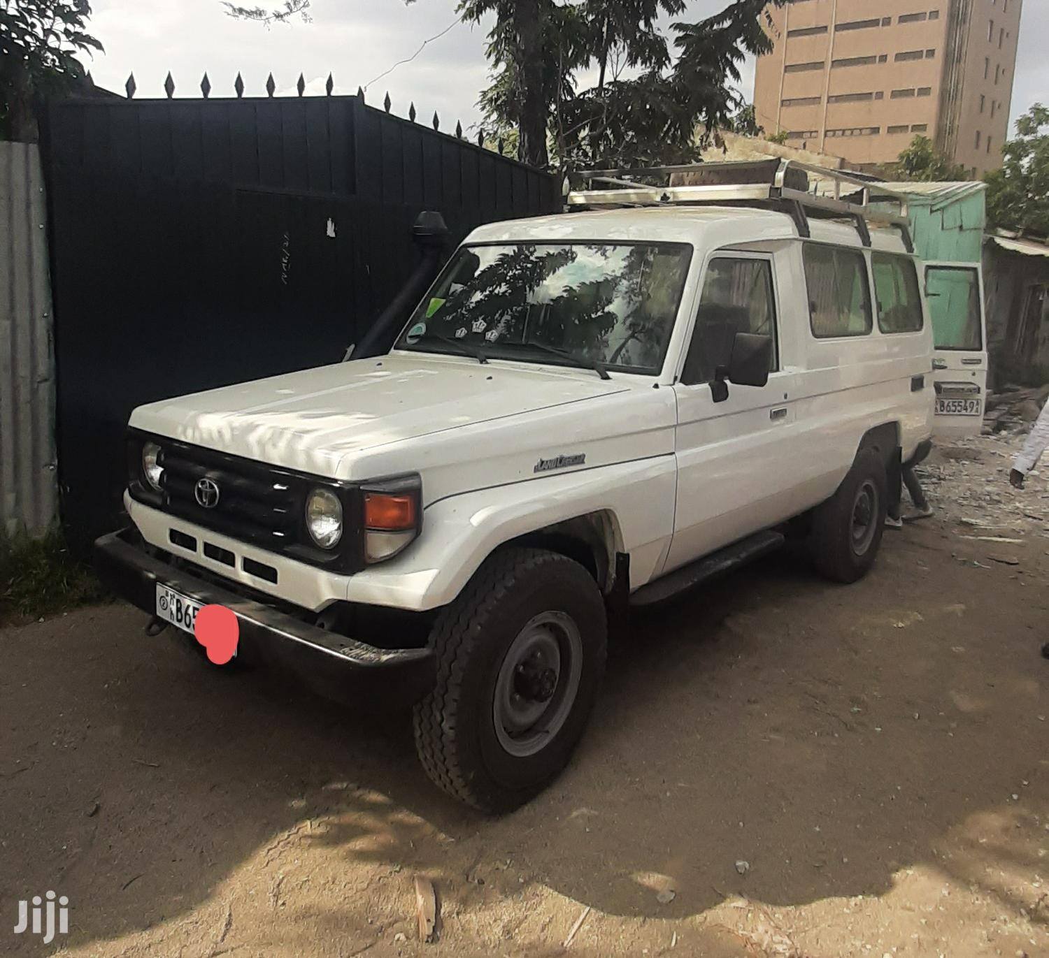 Archive: Toyota Land Cruiser 2006 White